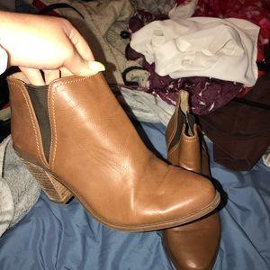 Jessica Simpson- Heeled booties